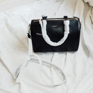 Handbags - 🆕️DKNY Satchel Purse